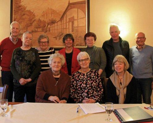 Vorstand des Partnerschaftskomitees Bad Honnef-Cadenabbia mit Gästen der Komitees Berck sur Mer, Ludvika und Wittichenau sowie die Reiseleiterin Künstlerin Milena Kunz Bijno, die die Jahresfahrt begleitet.