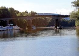 Brücke Grafenwerth und alter Rheinarm mit Aranka