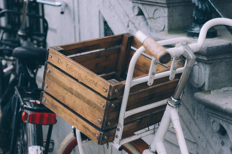 Fahrrad mit Holzkorb