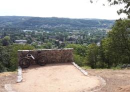 Blick auf das Rheintal von der Schaaffhausenkanzel mit Fahrrad davor