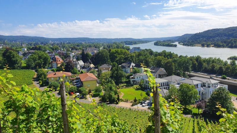 Ausblick von den Höhen übe Bad Honnef auf das malerische Rheintal