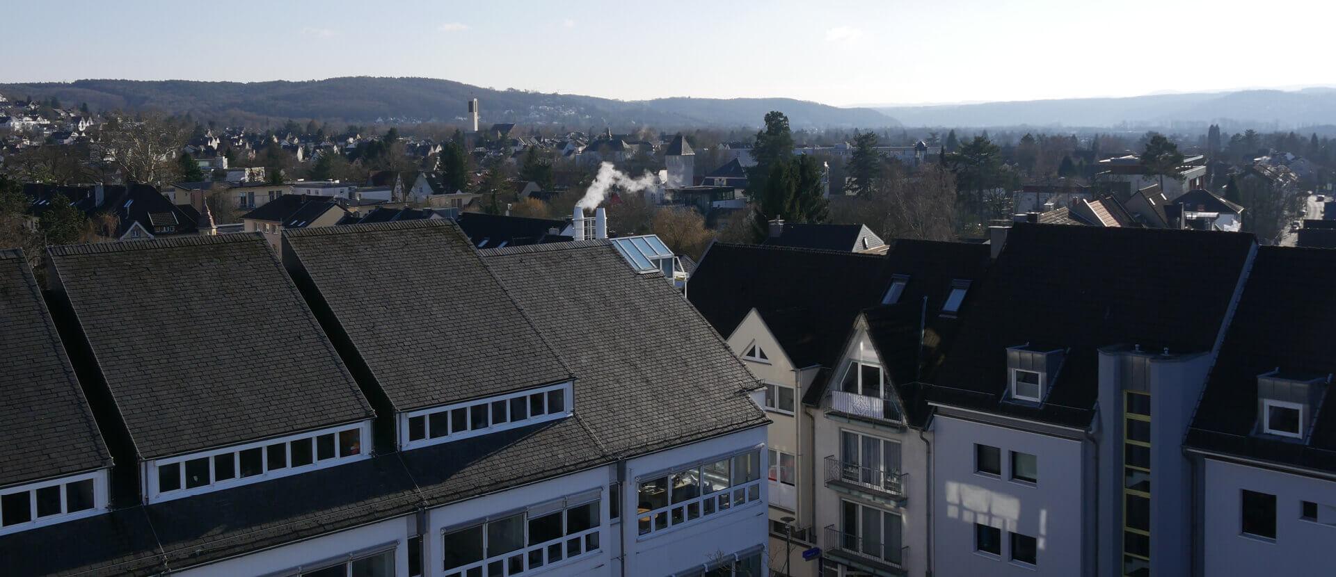 Das Bild zeigt eine Dachansicht des Bad Honnefer Rathauses
