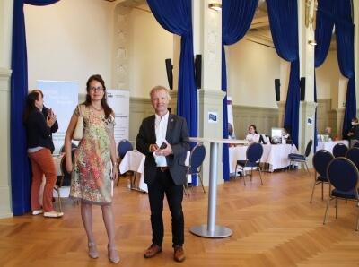 Foto von Iris Schwarz, Seniorenbeauftragte der Stadt Bad Honnef, und Bürgermeister Otto Neuhoff