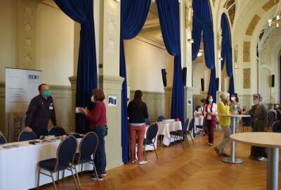 Im Kursaal unter den Arkaden: Markt der Möglichkeiten