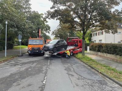 Abschleppwagen mit Fahrzeug