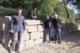 Mauer mit großen Steinen und Mitarbeitende Rhein-Sieg-Kreis und Stadt Bad Honnef